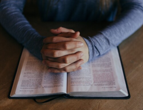 8 WAYS TO PRAYER FOR YOUR SENIOR PASTOR AND CHURCH LEADERSHIP